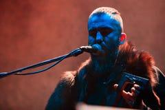 Ejecución popular ritual nórdica de la TIERRA de la banda NYTT viva en el club de Yotaspace el 4 de febrero de 2017 en Moscú, Rus Imagenes de archivo