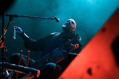 Ejecución popular ritual nórdica de la TIERRA de la banda NYTT viva en el club de Yotaspace el 4 de febrero de 2017 en Moscú, Rus Fotografía de archivo