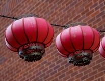 Ejecución roja de la linterna en el cierre del alambre para arriba Foto de archivo libre de regalías
