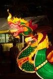 Ejecución tailandesa de la serpiente y de la linterna para la celebración china del Año Nuevo Foto de archivo