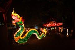 Ejecución tailandesa de la serpiente y de la linterna para la celebración china del Año Nuevo Fotografía de archivo libre de regalías