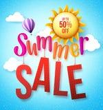 Ejecución del concepto de diseño de la venta del verano en fondo del cielo azul Fotografía de archivo