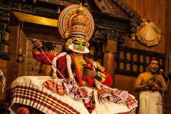 Ejecutante de Kathakali en el papel virtuoso del verde del pachcha Imágenes de archivo libres de regalías