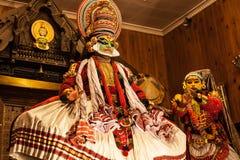 Ejecutante de Kathakali en el papel virtuoso del verde del pachcha Fotos de archivo