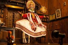 Ejecutante de Kathakali en el papel virtuoso del verde del pachcha Foto de archivo libre de regalías