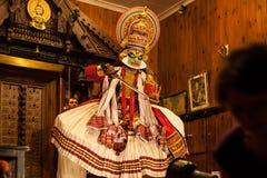 Ejecutante de Kathakali en el papel virtuoso del verde del pachcha en Cochin Foto de archivo