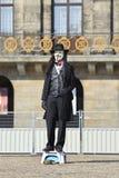 Ejecutante de la calle con la máscara de la venganza Fotos de archivo libres de regalías