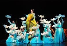 Ejecutante femenino de la danza coreana tradicional imagen de archivo