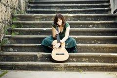 Ejecutante joven de la guitarra Fotografía de archivo libre de regalías
