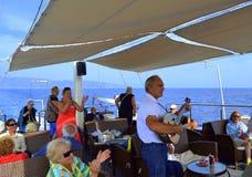Ejecutante vivo del bouzouki del barco de cruceros Foto de archivo libre de regalías