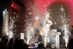 Ejecutantes atractivos del baile en una demostración del club Imágenes de archivo libres de regalías
