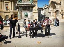Ejecutantes de la calle del músico, Arles Francia Imagenes de archivo