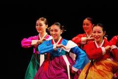 Ejecutantes de la danza tradicional coreana de Busán fotografía de archivo