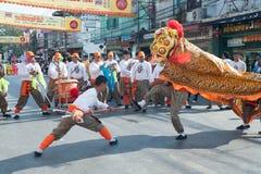 Ejecutantes del baile del león durante la celebración del thr, de nuevo YE chino Imagen de archivo