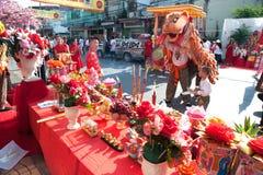 Ejecutantes del baile del león durante la celebración del thr, del Año Nuevo chino Foto de archivo