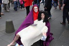 Ejecutantes en el festival de la franja de Edimburgo Imágenes de archivo libres de regalías
