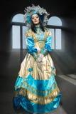 Ejecutantes en el traje veneciano imagenes de archivo