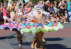 Ejecutantes femeninos de la calle en Disneyworld Fotos de archivo