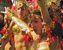 Ejecutantes femeninos Londres, Inglaterra del carnaval de Notting Hill Imagenes de archivo