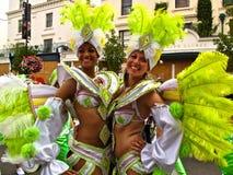 Ejecutantes femeninos Londres Inglaterra del carnaval de Notting Hill Imágenes de archivo libres de regalías