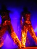 Ejecutantes líquidos de la danza del oro Fotografía de archivo