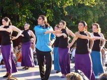 Ejecutantes latinos de la danza en el montaje agradable Fotografía de archivo libre de regalías
