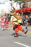 Ejecutantes tailandeses en traje tradicional en Dragon Parade de oro, celebrando el Año Nuevo chino fotos de archivo libres de regalías