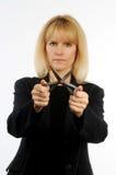 Ejecutivo de sexo femenino que sostiene las tijeras que representan cortes de los corporates Imagen de archivo libre de regalías