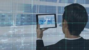 Ejecutivo de sexo masculino que usa la tableta digital stock de ilustración