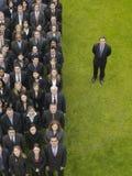 Ejecutivos de By Group Of del hombre de negocios en fila Foto de archivo