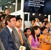 Ejecutivos de Renault en salón del automóvil del international de Chengdu imagen de archivo