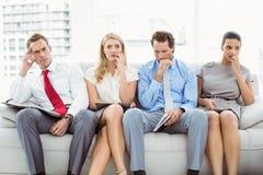Ejecutivos nerviosos que esperan entrevista Foto de archivo libre de regalías
