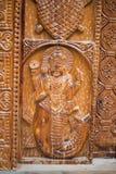 Ejemplo de dios en de madera en el gran parque nacional Himalayan, valle de Sainj, Himachal Pradesh, la India imagenes de archivo