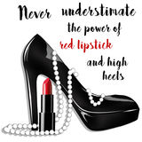 ejemplo de la moda y de la belleza - zapato negro del estilete con las perlas y el lápiz labial Imagen de archivo libre de regalías