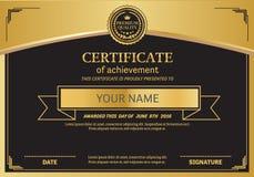 Ejemplo de la plantilla del diploma del certificado del oro Foto de archivo libre de regalías