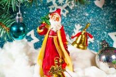 Ejemplo de Santa Claus en un trineo con el reno Imagen de archivo