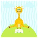 Ejemplo de una jirafa linda de la historieta que se sienta con un libro Sistema de diversos animales Stock de ilustración