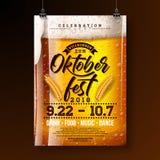 Ejemplo del cartel del partido de Oktoberfest con la cerveza de cerveza dorada y el wheatear frescos en fondo oscuro Aviador de l libre illustration