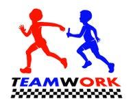 Ejemplo del trabajo en equipo de la raza de retransmisión de los niños Imágenes de archivo libres de regalías