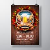 Ejemplo del vector del cartel de Oktoberfest con la cerveza de cerveza dorada fresca en el fondo de madera de la textura Plantill stock de ilustración