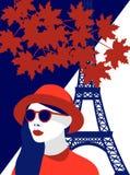 Ejemplo del vector de la mujer de moda que lleva el sombrero rojo y las gafas de sol elegantes en París Ponga en contraste rojo y libre illustration