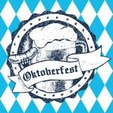 Ejemplo del vector de Oktoberfest con la taza de cerveza, salchicha, Rhombus Foto de archivo