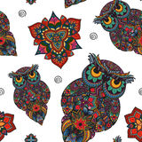Ejemplo del vector del búho Pájaro ilustrado en tribal Búho con las flores en fondo ligero Búho formado y ornamental Fotos de archivo