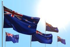 Ejemplo hermoso de la bandera 3d del día del himno - 5 banderas de Nueva Zelanda son onda en fondo del cielo azul libre illustration