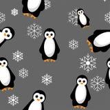 Ejemplo inconsútil del vector del modelo del pingüino con los copos de nieve en fondo gris Fotografía de archivo libre de regalías