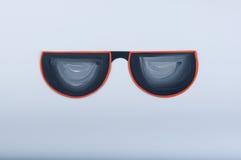 Ejemplo pintado aguazo Gafas de sol del papel divertido en el fondo blanco Imagenes de archivo