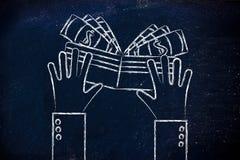 Ejemplo plano de las manos que sostienen una cartera llena de efectivo Fotografía de archivo libre de regalías
