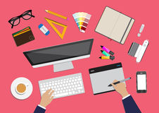 Ejemplo plano del vector del diseño del espacio de trabajo creativo moderno de la oficina, lugar de trabajo de un diseñador Fotos de archivo libres de regalías