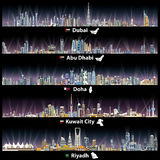 Ejemplos abstractos del vector de los horizontes de Dubai, de Abu Dhabi, de Doha, de Riad y de la ciudad de Kuwait en la noche Fotos de archivo
