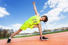 Ejercicio adolescente activo del atleta al aire libre Imagen de archivo libre de regalías